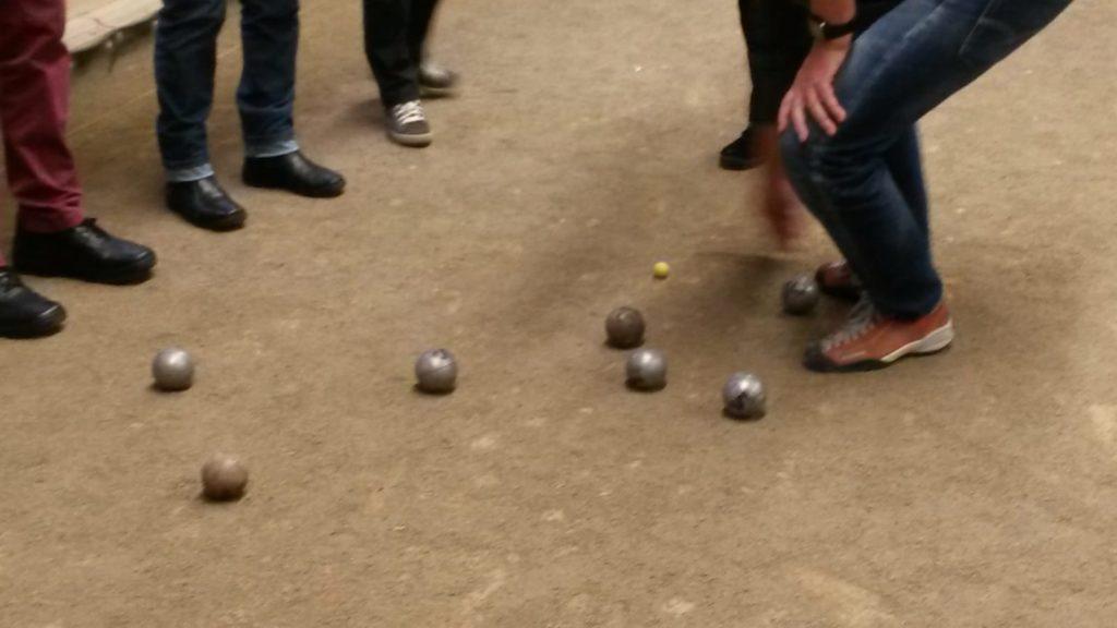 Die schwarze Kugel lag am nächsten. Oder war es doch eher la boule blanche?