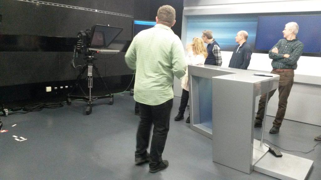 Im TeleM1-Studio werden die TV-Sendungen produziert.