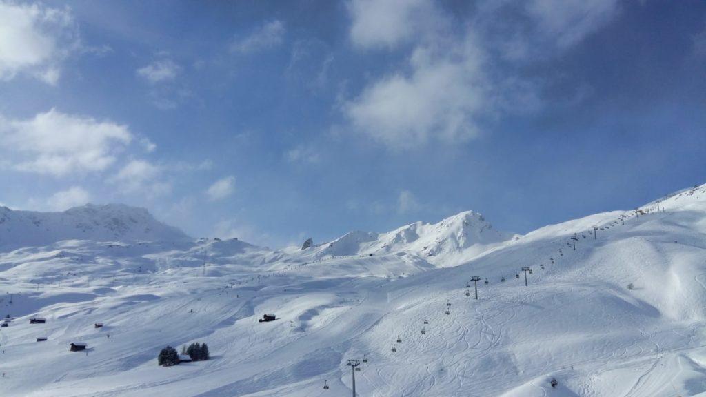 Tolle Schneeverhältnisse und traumhaftes Winterwetter locken auf die Skipisten.