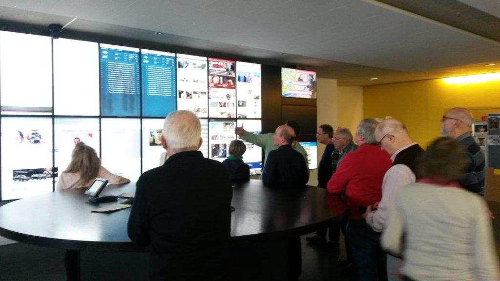 In der Redaktion der Aargauer Zeitung können die Beiträge der Journalisten online begutachtet und am runden Tisch diskutiert werden.
