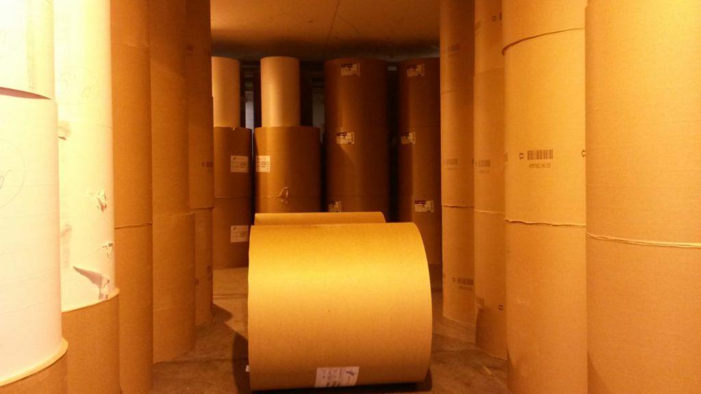 goldene Säulen aus Druckpapier