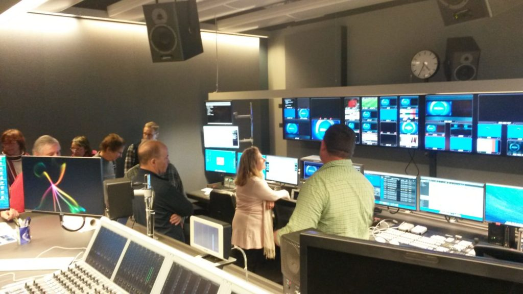 Im Regieraum laufen die Fäden für die TV-Sendungen zusammen.