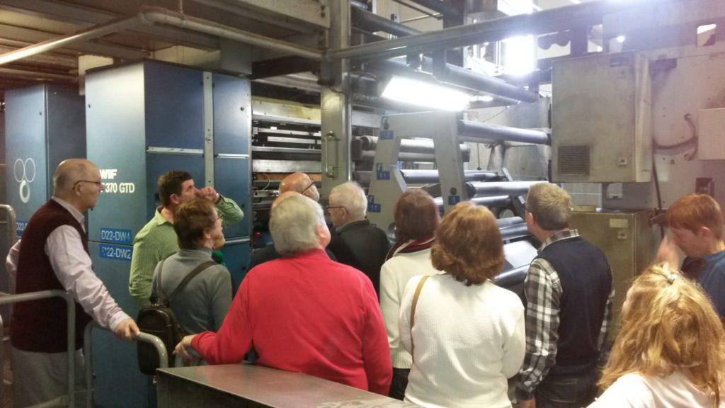 In der Druckerei bei laufenden Maschinen