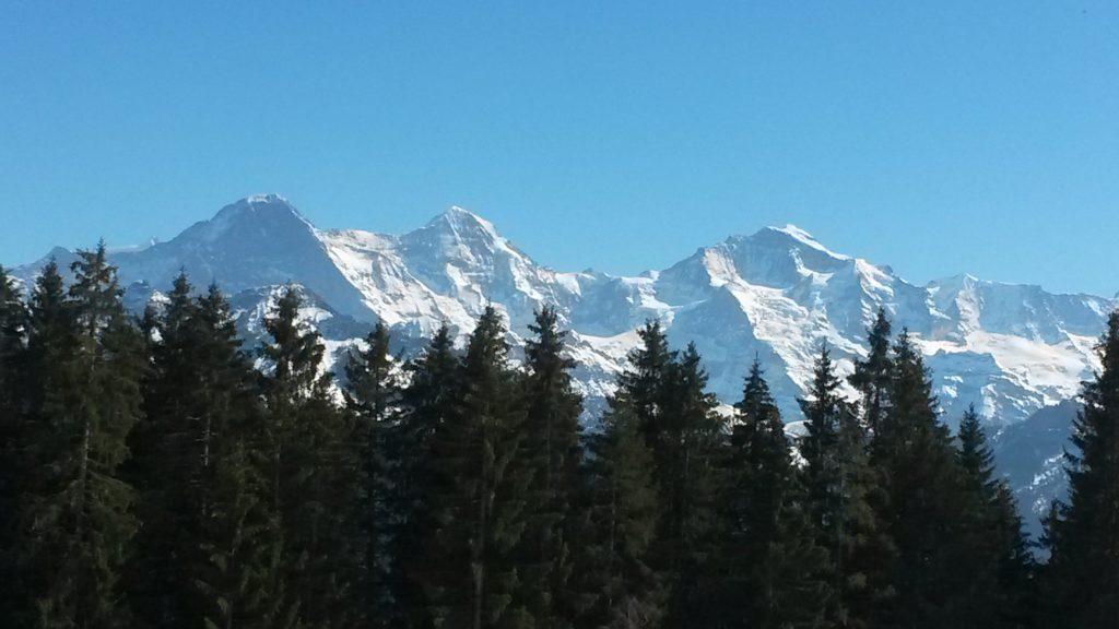 Eiger, Mönch und Jungfrau bei strahlendstem Sonnenschein