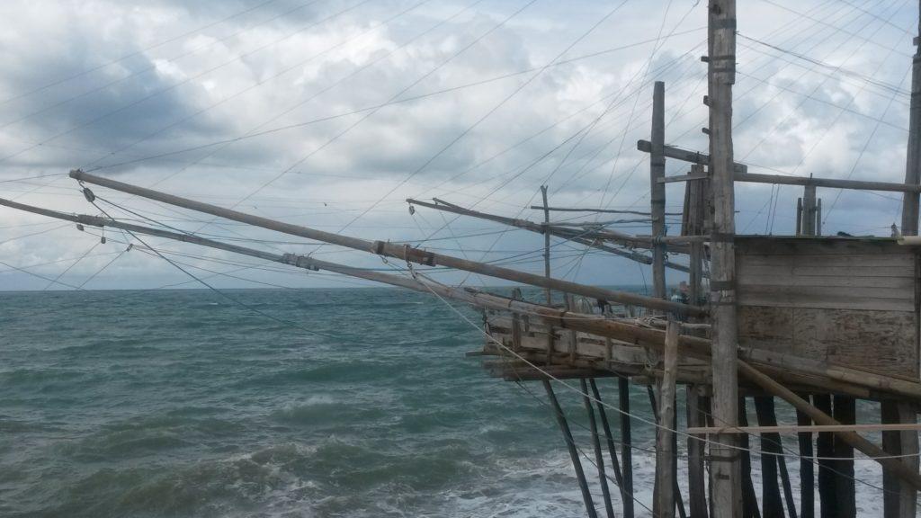 Trabucchi-Fischerei auf  schwindelerregenden  Pfahlbauten