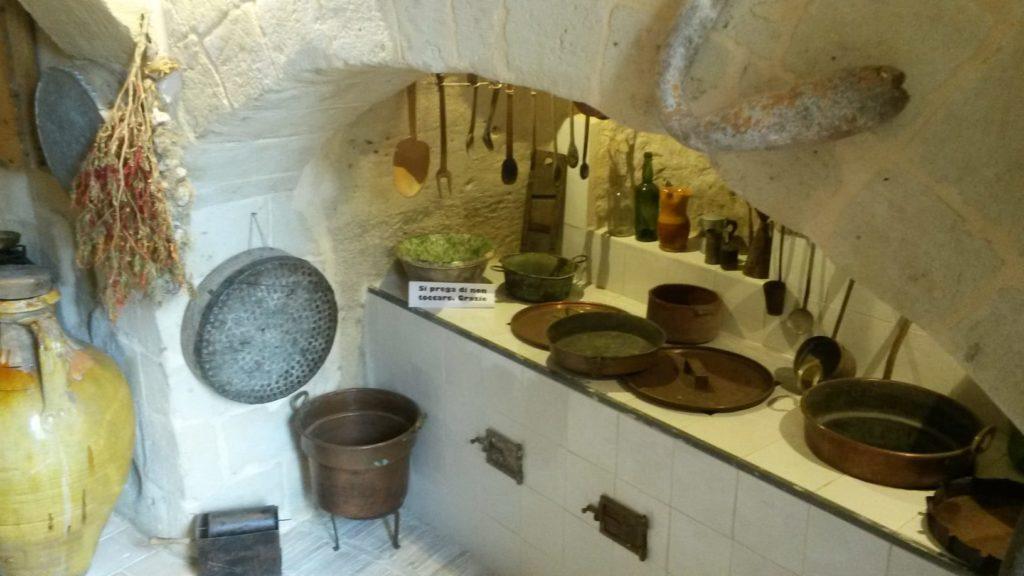 Matera, Casa Grotta di Vico Solitario, Höhlensiedlung mit Originalküche