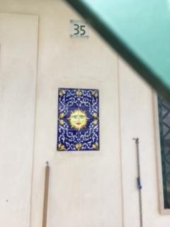 Vieste, Sonnenbildnis an einer Hauswand