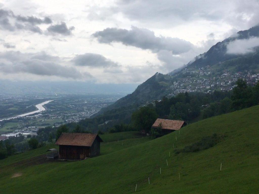 Wanderung Tuass - Wolkengebilde über dem Rheintal