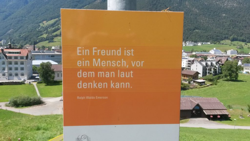 beim Theresianum der Stiftung Ingenbohl: Philosophisch auf den Punkt gebracht.....