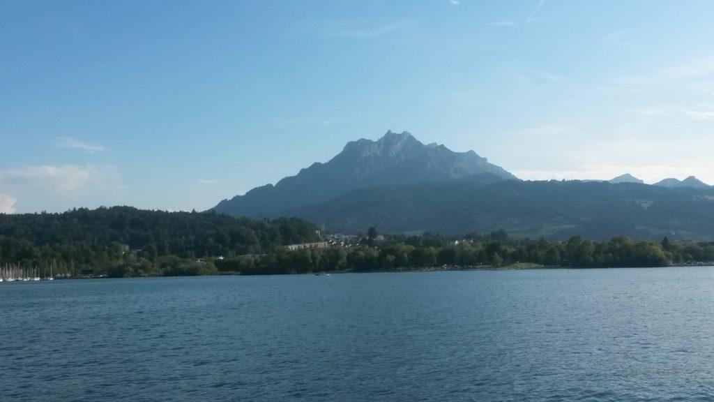 Blick nach vorne Richtung Luzern mit Sicht auf den Pilatus