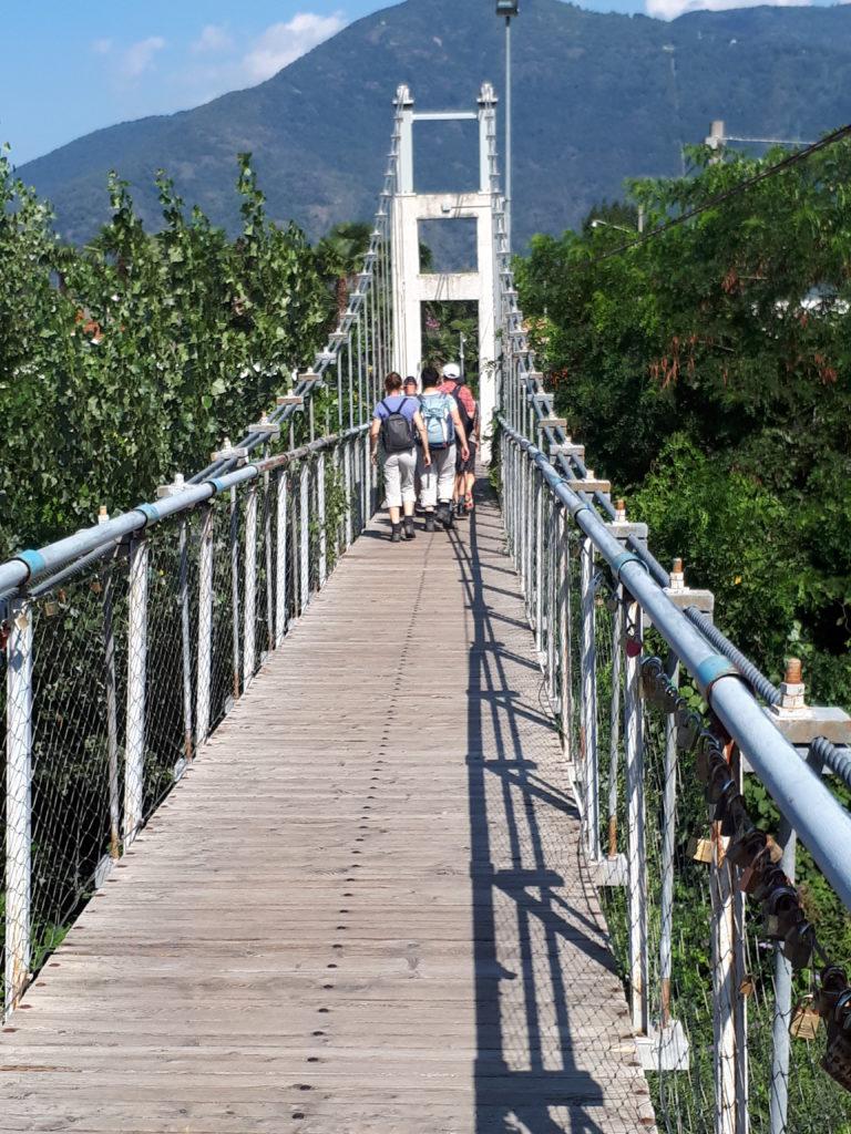 Cannobio - Brücke über den gleichnamigen Fluss auf der Wanderung ins Cannobiotal