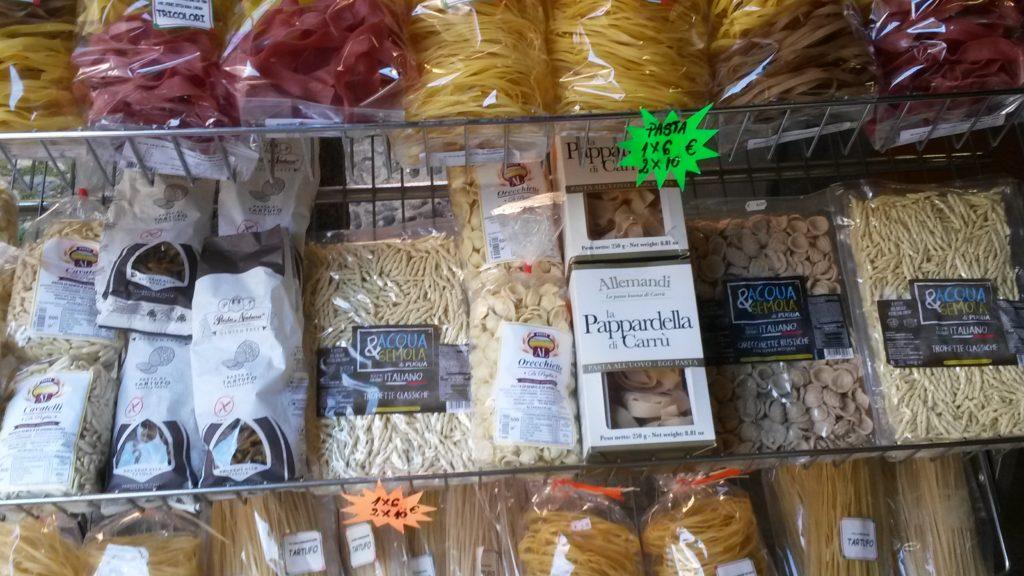 Altstadt Cannobio - Pasta soweit das Auge reicht.....