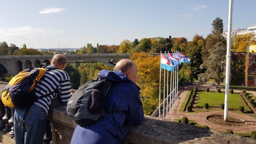 zurück in Luxemburg Stadt; Blick hinunter ins Pétrussethal