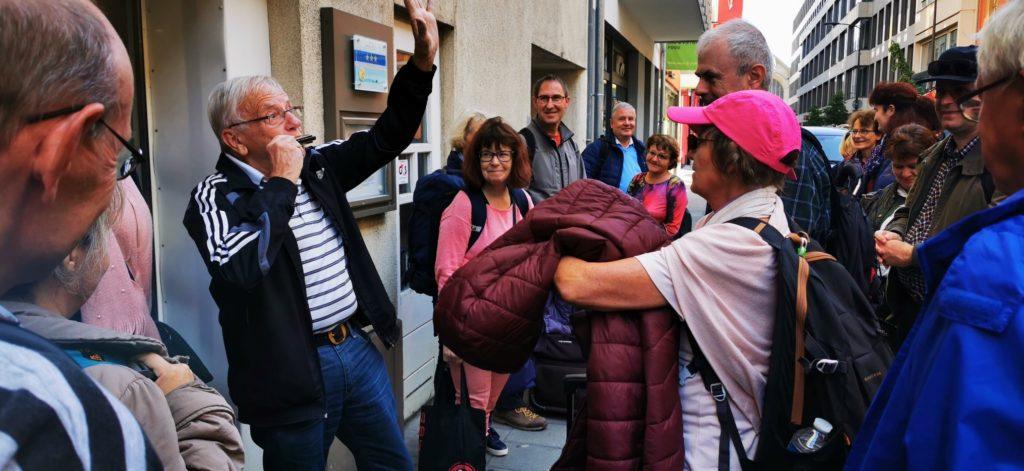 Fredy spielt zum Abschied ein fröhlich Liedchen auf seiner Mundharmonika. Au revoir Luxembourg!
