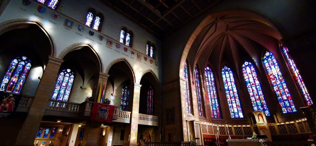 Innenraum der Kathedrale UNSERER LIEBEN FRAU