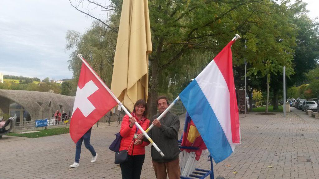 LUX und SUI freundschaftlich vereint vor dem Europäischen Museum in Schengen.