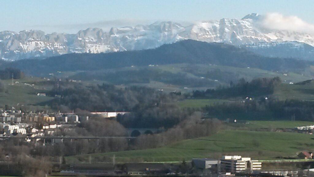 Blick von Abtwil Richtung Alpstein, wo der Schnee noch an den vergangenen Winter erinnert - 23.03.2020