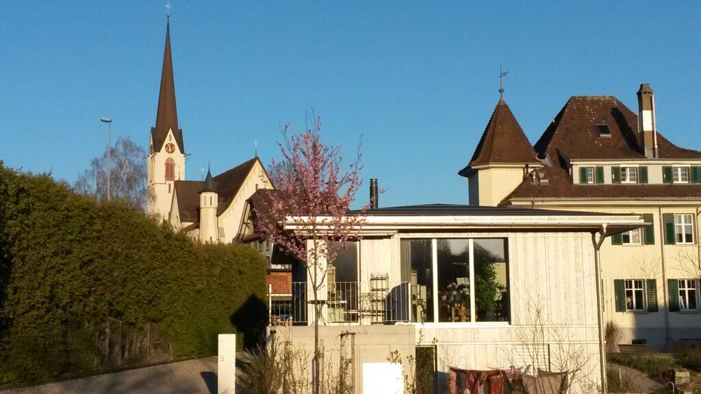 Abtwiler Häuser mit Kirchturm im Hintergrund - 23.03.2020