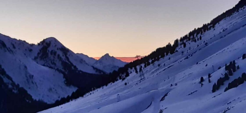 Abendstimmung über dem Skigebiet