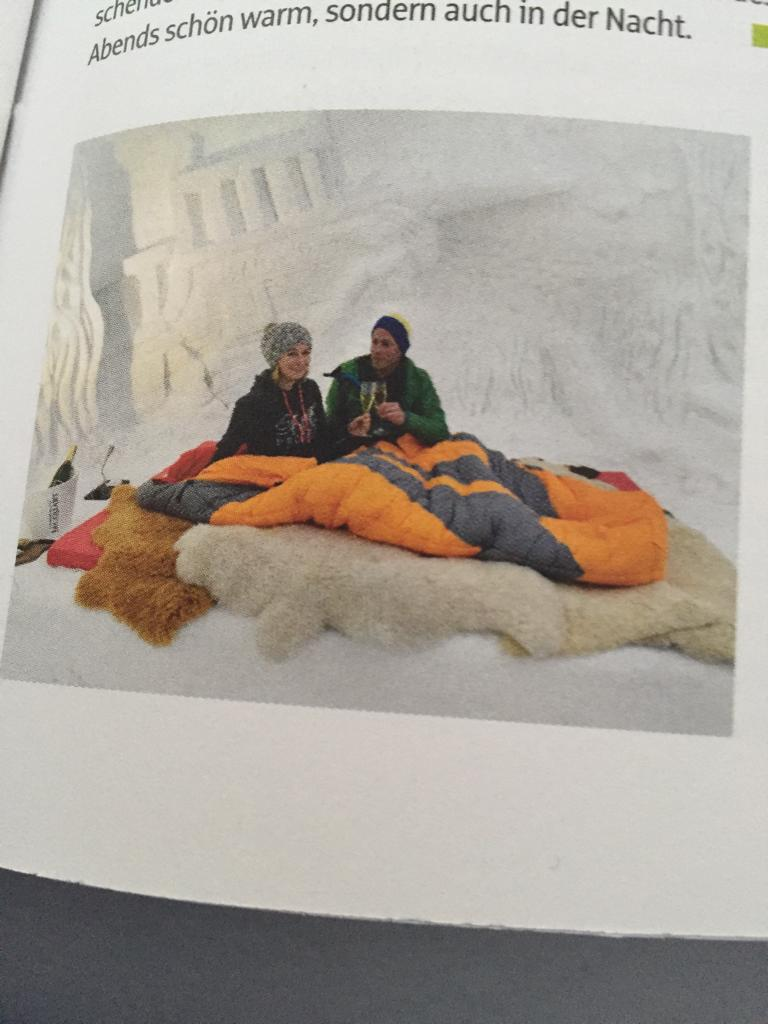 warme Decken in der Iglu-Behausung