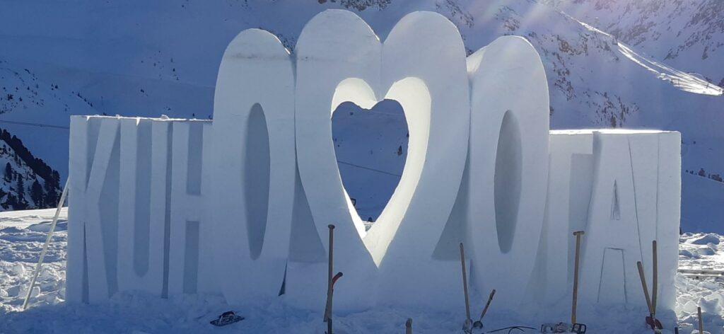 Die wunderschöne Kühtaier Eisskulptur trifft mitten ins Herz.