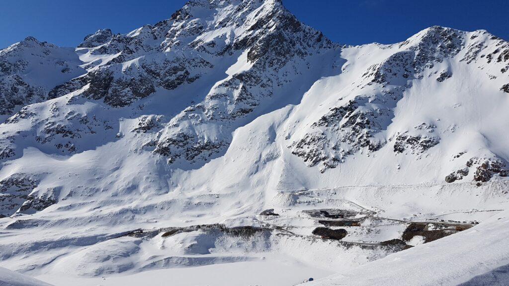 zugeschneiter Speichersee Längental