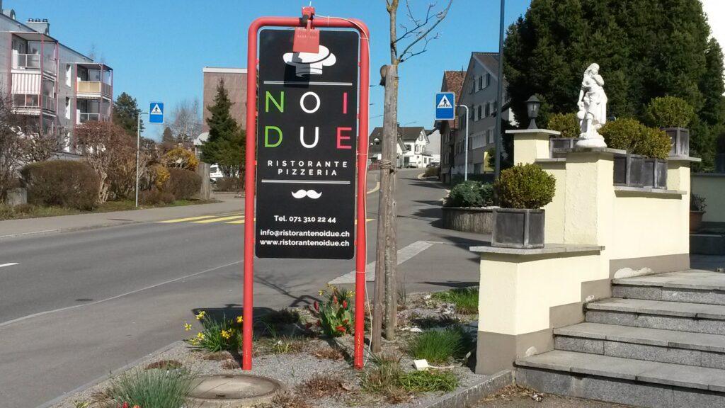Auch die Dorf-Pizzeria NOI DUE bleibt geschlossen, bietet jedoch von Donnerstag bis Sonntag, ab 17.30, einen Take-Away-Service an. - 31.03.2020