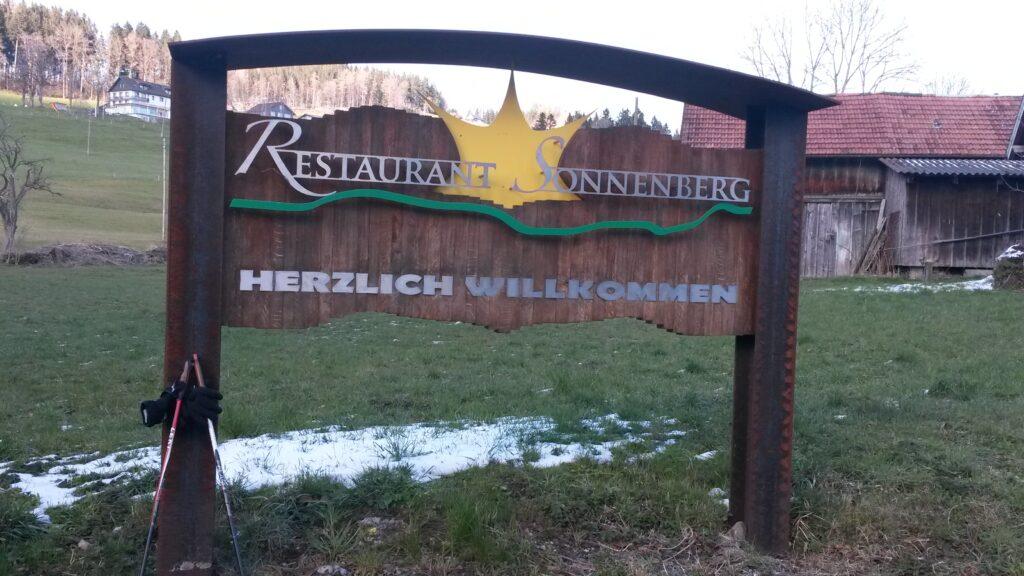 beim Restaurant Sonnenberg oberhalb dem Dorf - 31.03.2020