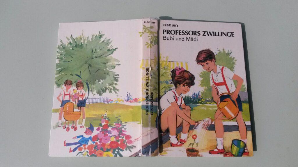 Die Geschichte der PROFESSORS ZWILLINGE/Band 1, Bubi und Mädi: Regina liest ihrem Gottämeiteli vor - April 2020