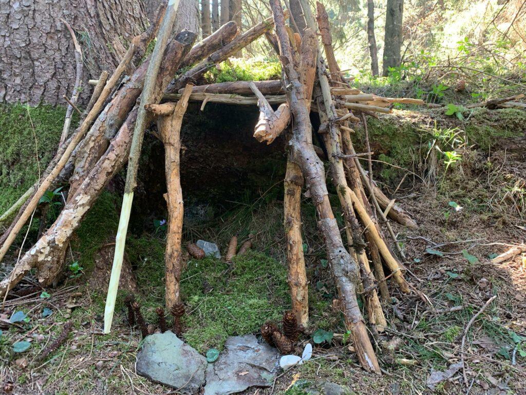 Trimmis - Holzunterstand im Wald
