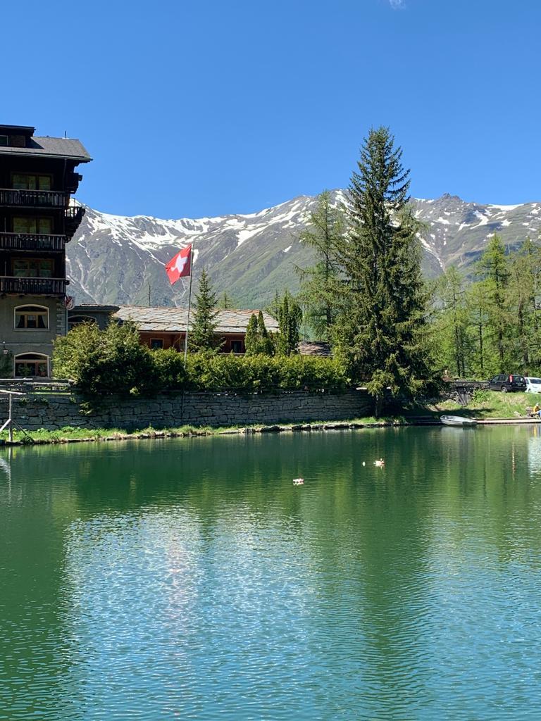 Grächner See mit Blick zum Hotel zum See. Els - 21.05.2020