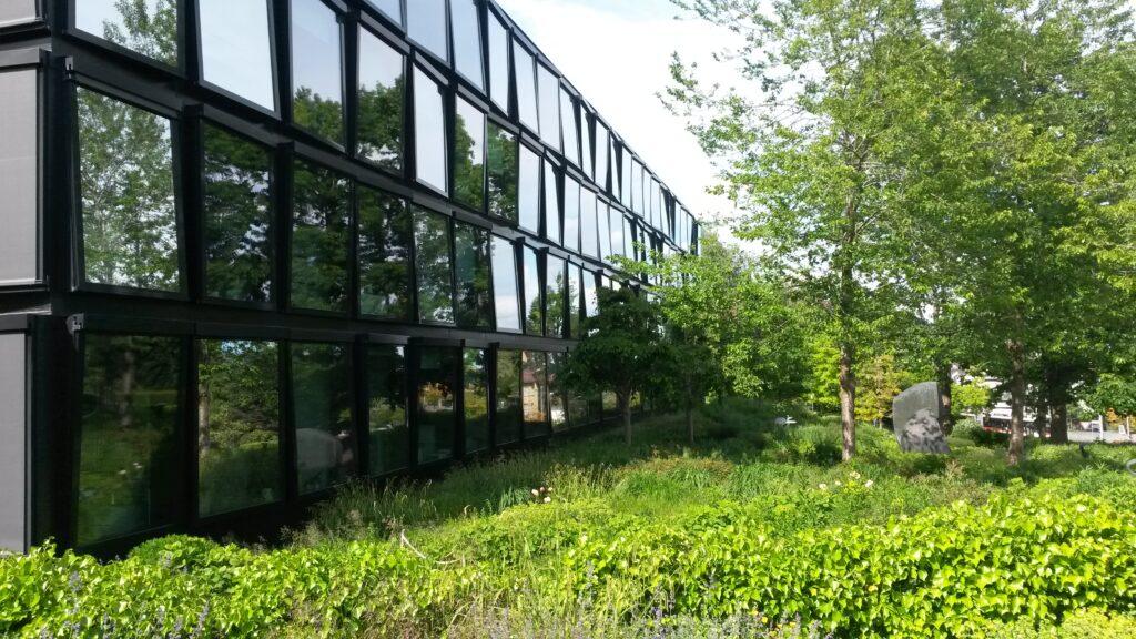 spiegelndes Hauptgebäude der Helvetia Versicherung, Regina - 30.05.2020