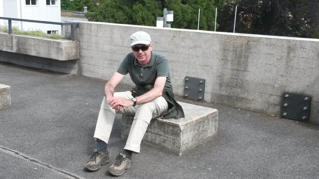 Stadtwanderleiter Giorgio auf dem UNI-Gelände St. Gallen, Regina - 30.05.2020