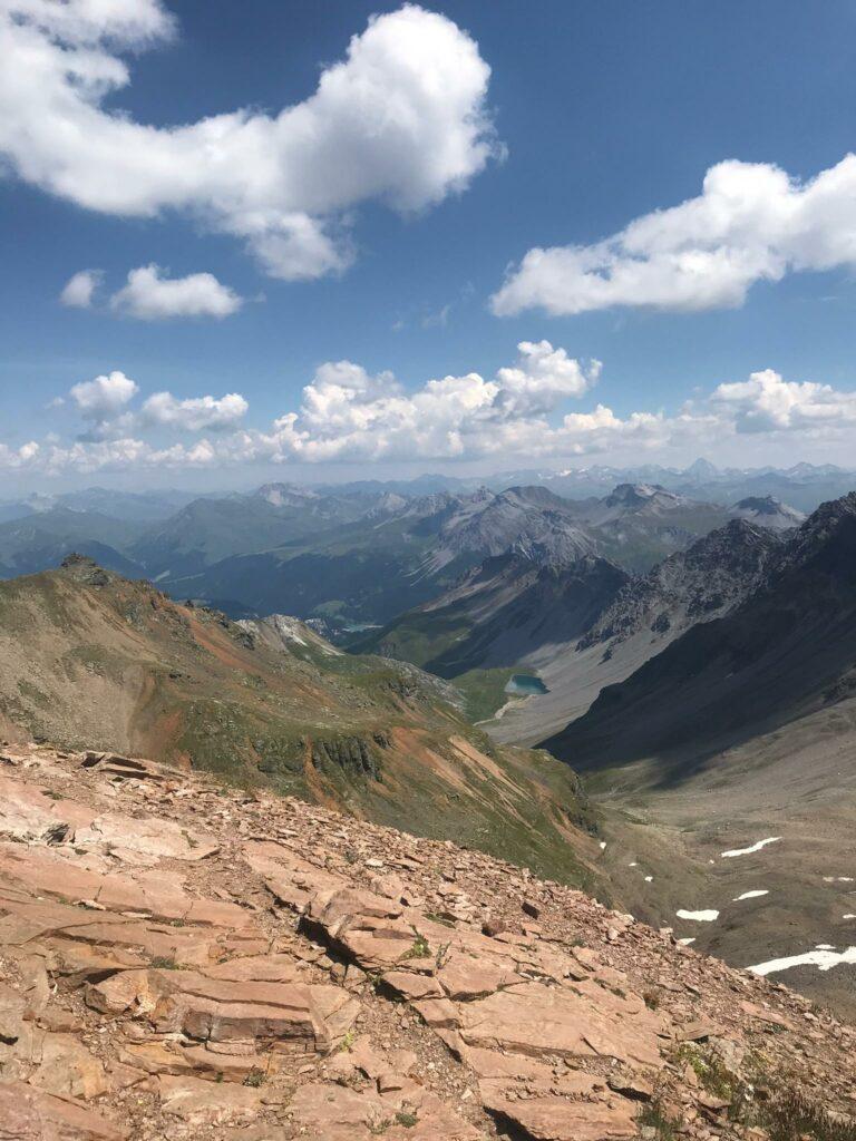 Wolkenspiel und Bergformationen