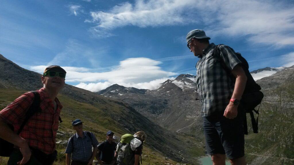 Wanderleiter Dominic zählt seine SCHÄFCHEN