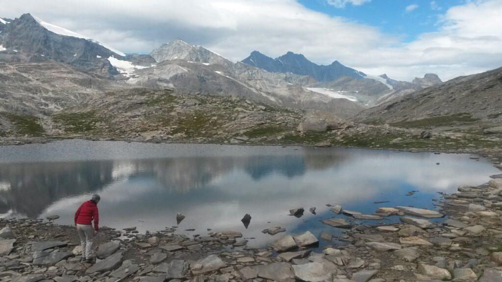 am kristallklaren Bergsee