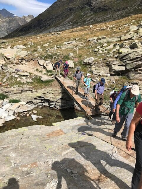 Der Bergweg wird steiniger.