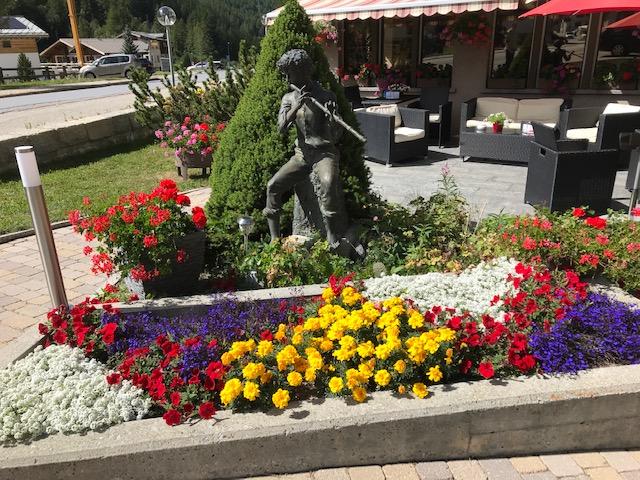 Gartensitzplatz des Hotels Kristall Saphir