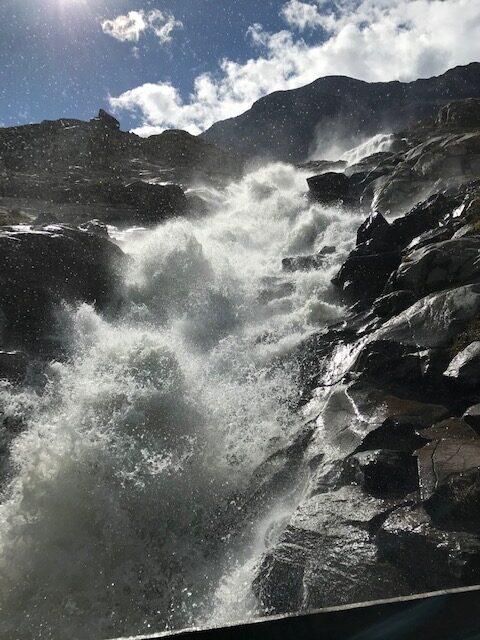 tosender Gletscherbach beim Stausee