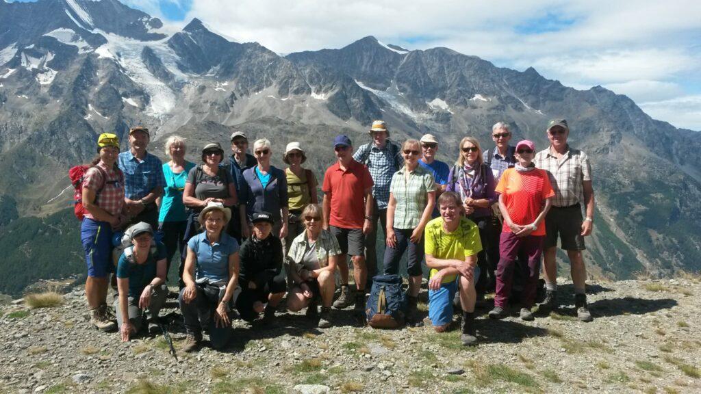 Gruppenfoto mit Wanderleiter Daniel Supersaxo aus Saas-Fee