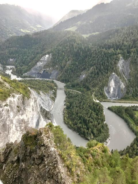 grosse Kurve in der Rheinschlucht
