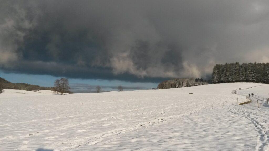 Wolkenschleier im Hintergrund - 26.12.2020