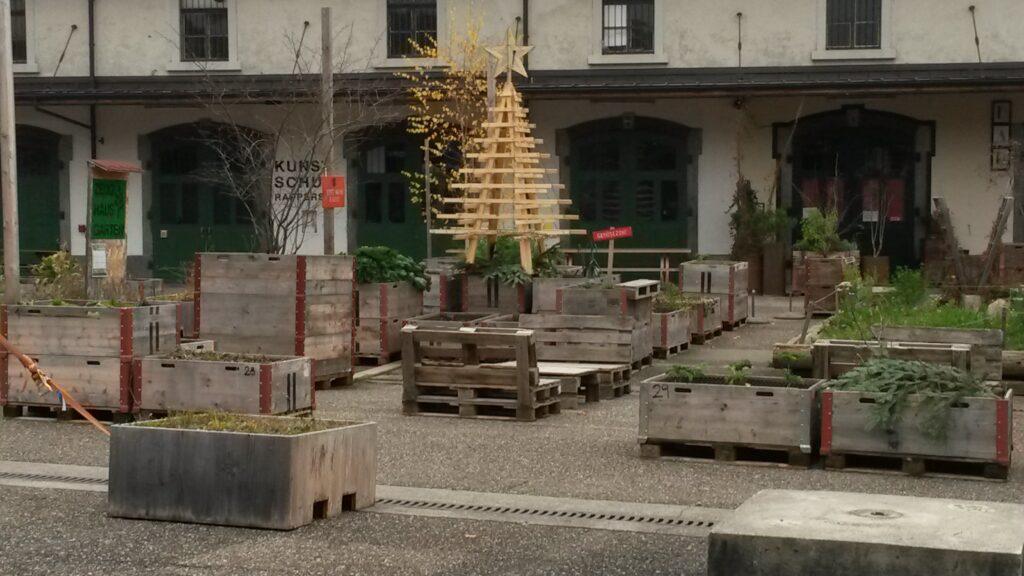vor dem Kunst(Zeug)Haus in Rapperswil-Jona