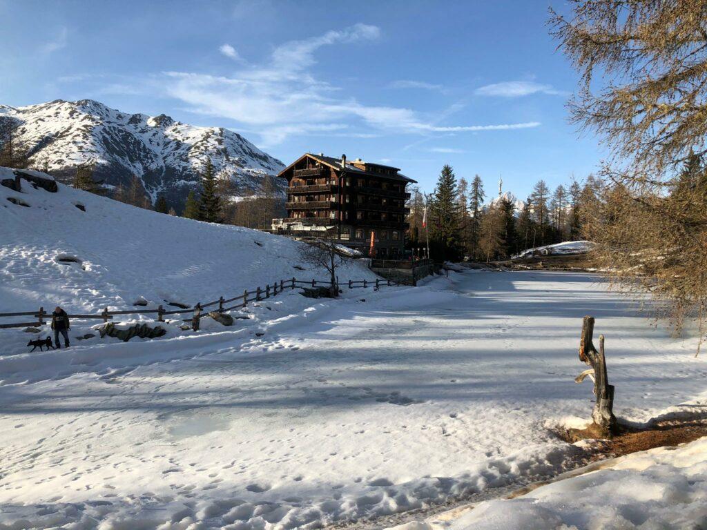 Fussweg vom Dorf Grächen Richtung Hotel zum See - Roland