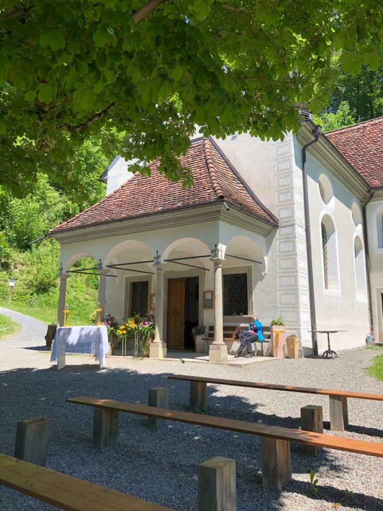 gemütliches Plätzchen vor der Kapelle - 30.05.2021
