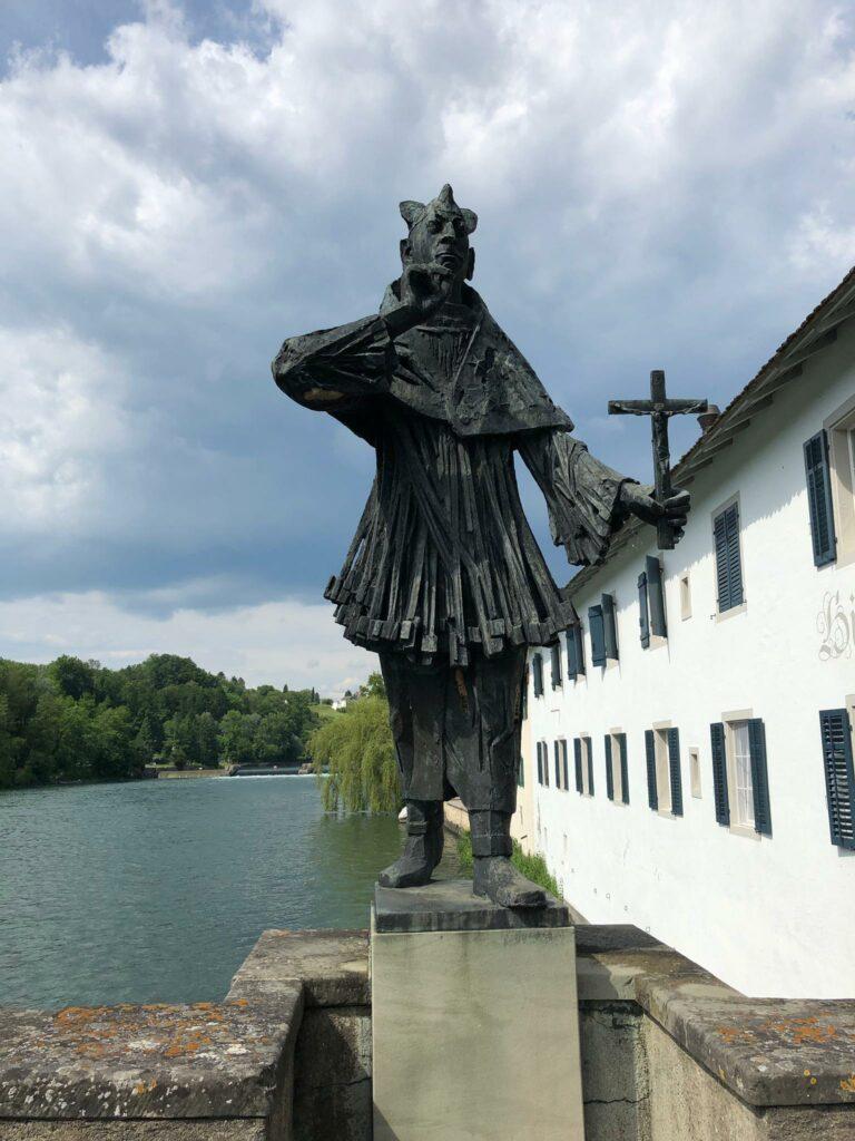 Bronzeskulptur des heiligen Nepomuk bei Altenburg, Rheinau - 12.06.2021