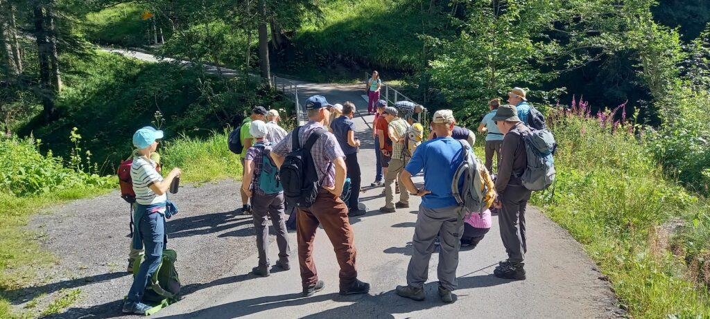 1. Wandertag: auf dem Weg Richtung Bunder- und Engstligenwasserfälle - 09.08.2021