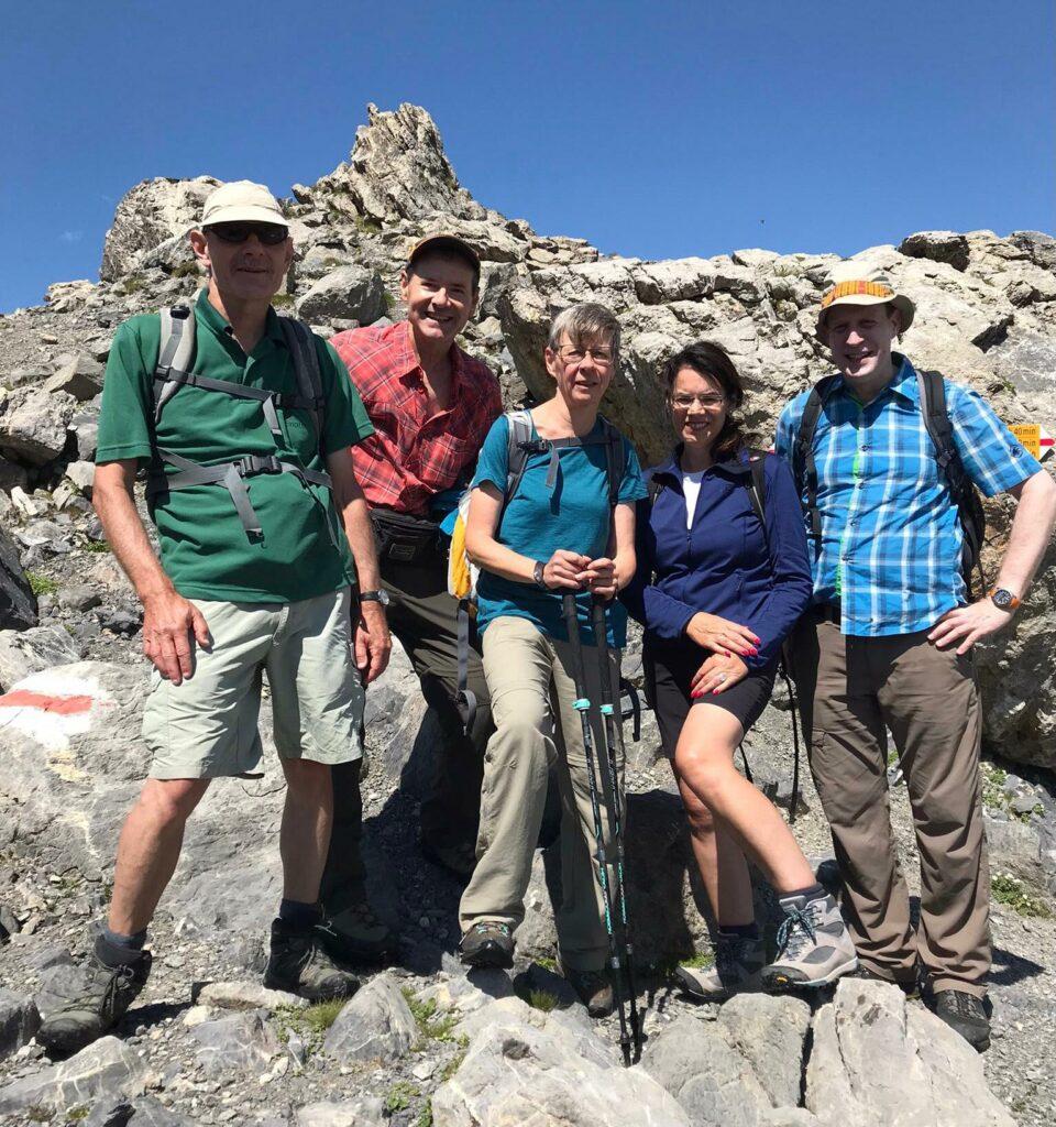 tüchtige Wandergruppe auf dem Weg Richtung Sunnbüel - 10.08.2021