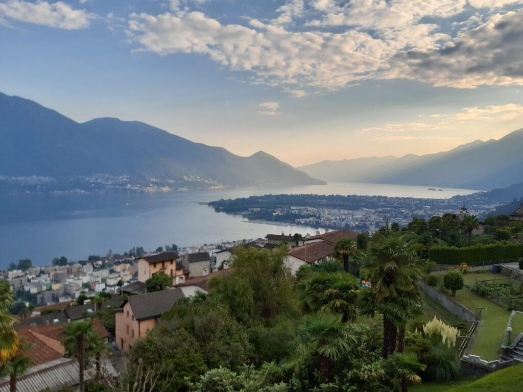 Ausblick von Brione s. Minusio auf den Lago Maggiore und die Stadt Locarno - 11.09.2021